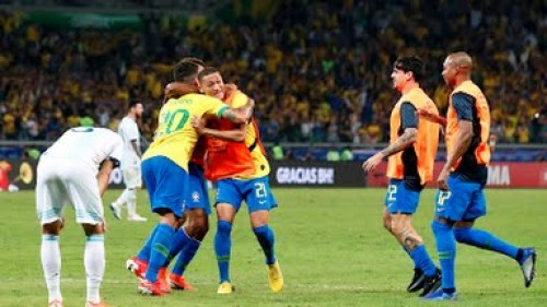 البرازيل تفوز على الأرجنتين بهدفين وتصعد لنهائي كوبا أمريكا