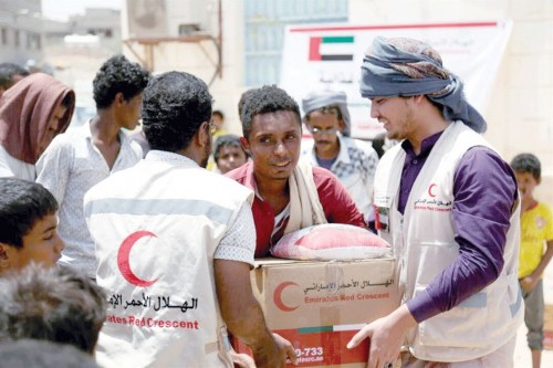 صحيفة إماراتية تسلط الضوء على أبرز المشروعات التي نفذها الهلال الأحمر باليمن