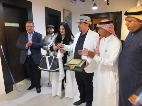 السعودية شاليمار شربتلي تفتتح معرض جدة عروس الفن (صور)