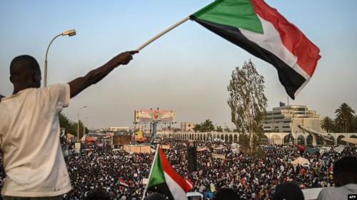 السلطات السودانية توجه بإعادة تفعيل خدمات الإنترنت