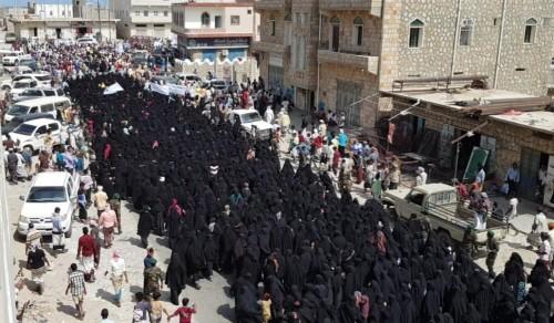 الربيزي يشيد بالحضور المميز للنساء في تظاهرة سقطرى