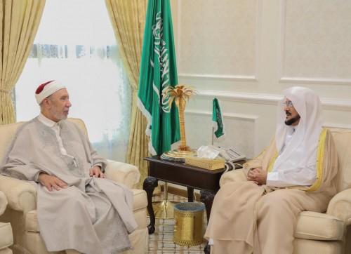 مفتى تونس:  نقدر دور السعودية في خدمة الإسلام والدفاع عن قضاياه