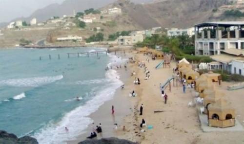 خفر السواحل يحذر من ممارسة السباحة بشواطئ عدن خلال الفترة القادمة