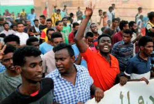 صحفي يُحذر السودانيين من قطر.. ويصفها بـ رأس الحية