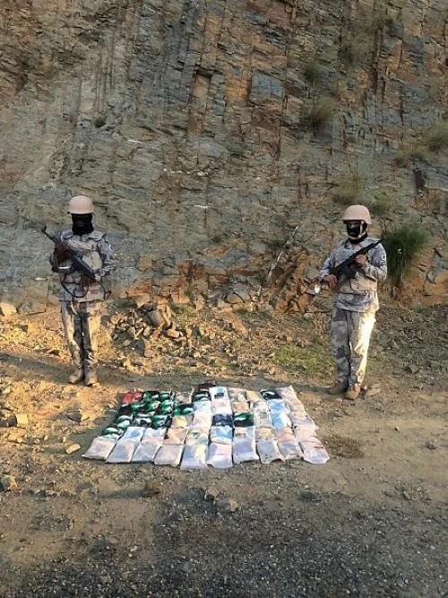 حرس الحدود السعودي يلقى القبض على 15 يمنيا لمحاولتهم تهريب حشيش (صور)