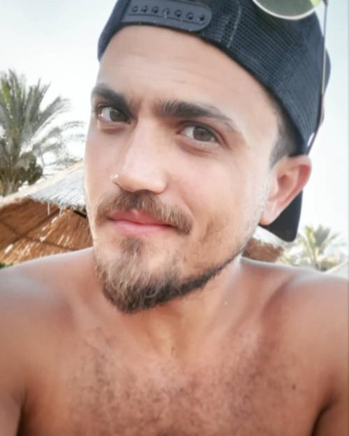 لهذا السبب سخر الجمهور من صورة هيثم سعيد على الشاطئ