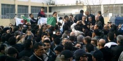 الأمن الجزائري يأمر بفتح تحقيق بخصوص مواجهات بين الشرطة والمتظاهرين