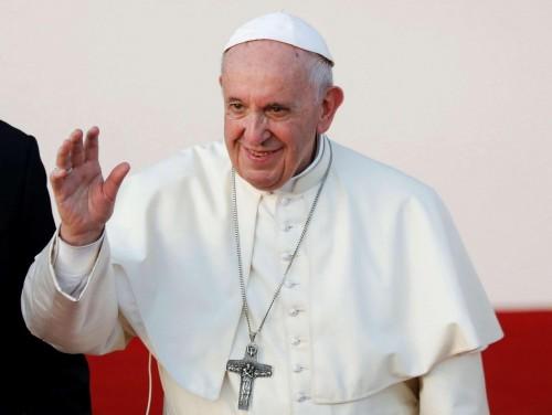 بابا الفاتيكان يدعو إلى توفير ممرات إنسانية لحماية اللاجئين