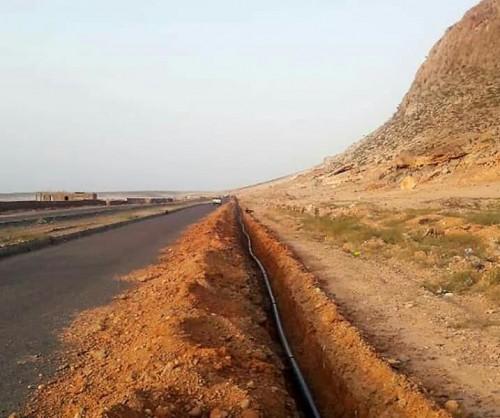 الانتهاء من توصيل خطوط الكهرباء لمنطقة حولاف بسقطرى (صور)