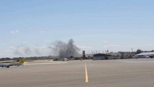 إعادة فتح مطار معيتيقة بعد غارات للجيش الليبي في طرابلس