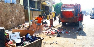 إضراب لعمال النظافة في عدن احتجاجا على تأخر رواتبهم