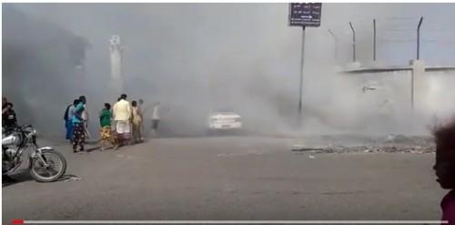 اشتعال النيران في سيارة بالشيخ عثمان