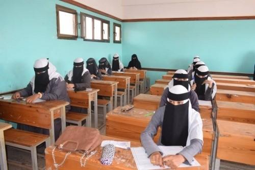 امتحانات الثانوية العامة بلحج .. الغش الفاحش برعاية المراقبين