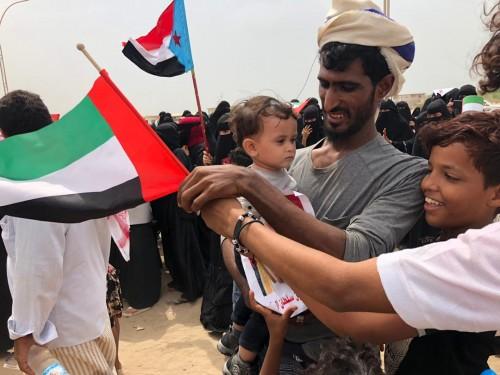 وقفة تضامنية مع دولة الإمارات في عدن (صور)