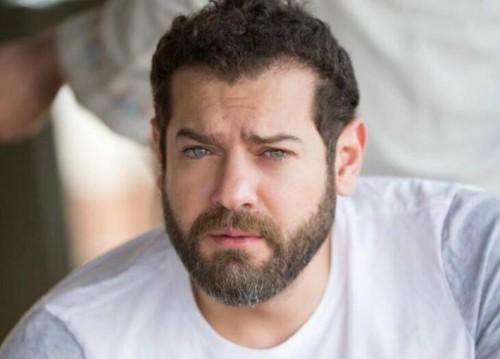 """عمرو يوسف ينشر صورة جديدة من كواليس """"ولاد رزق 2"""""""