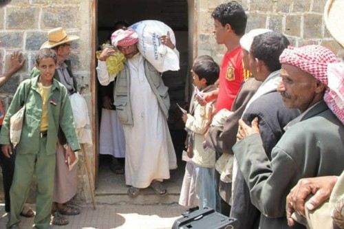 """حيلة جديدة للمليشيات الحوثية لنهب """"مساعدات الغذاء العالمي"""" في الحديدة"""
