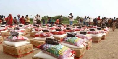 هلال الإمارات يزور النازحين في مخيم العليلي بالخوخة ويوزع 500 سلة غذائية
