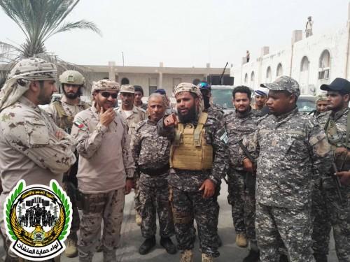 زيارة خاصة من قائد قوات التحالف بعدن لمعسكر لواء حماية المنشآت (صور)