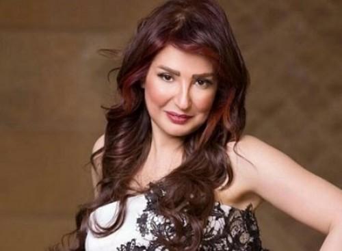 أمل رزق تفتح النار على نقابة الممثلين بمصر بعد تعرض ابنتها لحادث