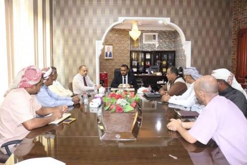 مناقشة المشكلات التي تواجه تنفيذ مشروعات البرنامج السعودي بالمهرة (تفاصيل)