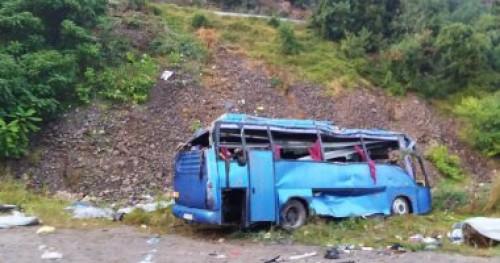 مصرع 13 شخصا وإصابة آخرين بجروح جراء انقلاب حافلة في باكستان