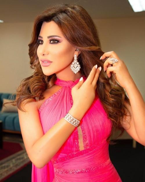 نجوى كرم تصل قبرص لإحياء حفل غنائي (فيديو)