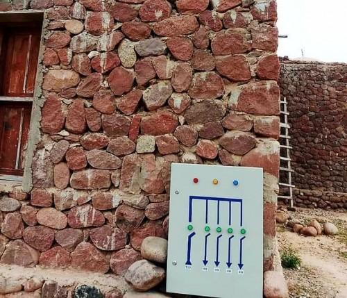 انطلاق أعمال توصيل خطوط الكهرباء لمنطقة قرية بسقطرى