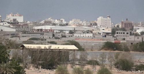 بالأسلحة الثقيلة..قصف حوثي مكثف على مواقع القوات المشتركة بالدريهمي