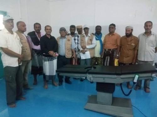 لجنة الإغاثة بالانتقالي تسلم مستشفى صلاح الدين بالبريقة مساعدات طبية