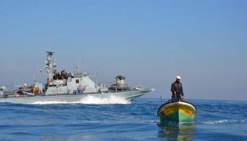 البحرية الإسرائيلية تعتقل صيادين فلسطينيين قبالة شواطئ غزة
