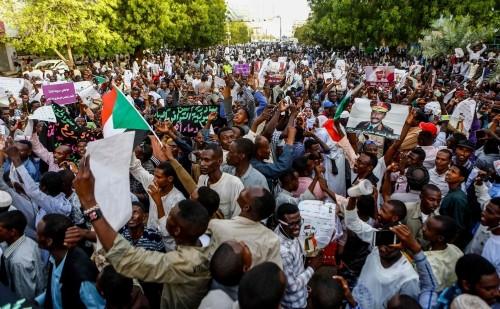 """استكمال الحوار بين """" قوى التغيير """" والمجلس الانتقالي السوداني وسط دعوات لمسيرات سلمية"""