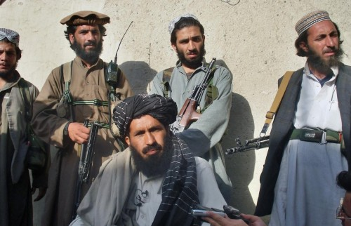 مسلحون من طالبان يقتحمون مبنى يضم فندقًا بأفغانستان
