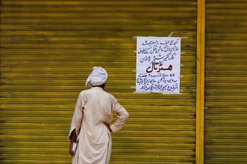 عقب قرار صندوق النقد الدولي.. أسواق باكستان تحتج و تغلق أبوابها