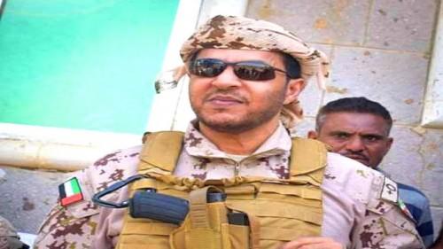 """قائد التحالف العربي يكرم الطيار """"سائق التاكسي"""" محسن المحرابي"""