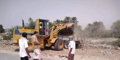 حملة لإزالة القمامة من شوارع الريدة و قصيعر بساحل حضرموت
