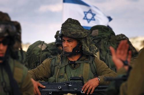 """صحيفة عبرية: حماس تستخدم """" الواتس آب """" لاستقطاب الجنود الإسرائيليين"""