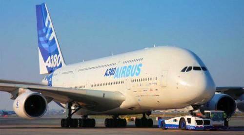 أكبر طائرة في العالم تصل فنزويلا