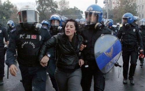 إحصائية: أردوغان اعتقل 77 ألف شخص منذ 2016