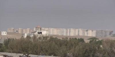قصف حوثي مكثف على مواقع القوات المشتركة في الدريهمي وشرق مدينة الصالح