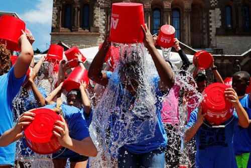 """أمريكا.. الذكرى السنوية الخامسة """"لتحدي ALS Ice Bucket"""" (صور)"""