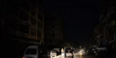 انقطاع التيار الكهربائي عن نصف مديريات العاصمة عدن
