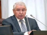 الرئيس الجزائري يستقبل رئيس الوزراء لاستعراض الأوضاع السياسية والاجتماعية