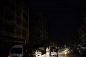 بعد انقطاع دام قرابة يوم..عودة التيار الكهربائي إلى العاصمة عدن وضواحيها