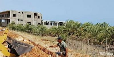 بدعم إماراتي..قرب الانتهاء من توصيل الكهرباء لكورنيش الشيخ زايد بسقطرى