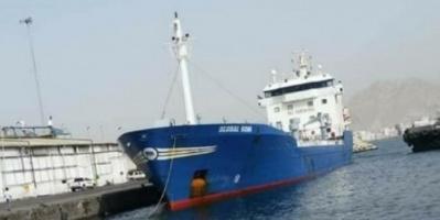 باخرة مُحملة بـ4 آلاف طن مازوت تصل ميناء المكلا.. تفاصيل