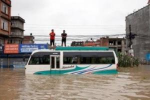ارتفاع حصيلة ضحايا الفيضانات والانهيارات الأرضية في جنوب آسيا إلى 83 حالة