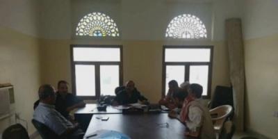 قيادات بارزة في انتقالي صيرة يزورون مركز شرطة كريتر بالعاصمة عدن