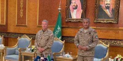 قائد القيادة المركزية الأميركية يشاهد صواريخ الحوثيين على السعودية (صور)