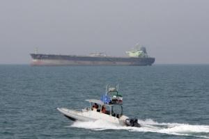 ناقلة نفط بريطانية تُغير مسارها باتجاه إيران وتعود للمياه الخليجية