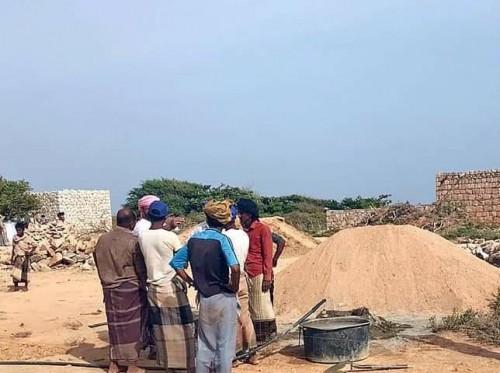 بدعم إماراتي.. تدشين بناء مساكن جديدة للمتضررين من الأمطار بسقطرى (صور)